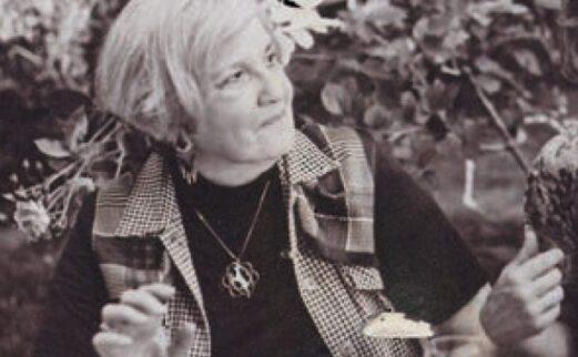 Image of Poet Marilou Awiakta in a garden